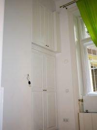 beépített nyíló ajtós szekrény a butorasztalos.hu