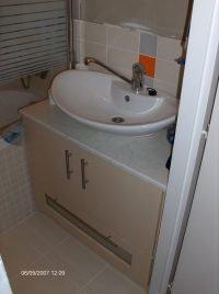 egyedi méretű mosdószekrény beépítés - abutorasztalos.hu