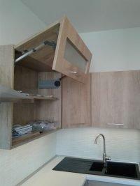 beépített konyhaszekrény felnyíló ajtóval - abutorasztalos.hu
