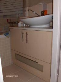 panel bepített mosdószekrény - abutorasztalos.hu