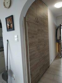 beépített előszoba szekrény - abutorasztalos.hu