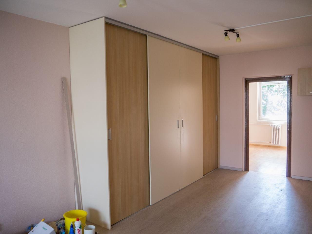 beépített tolóajtós szekrény - abutorasztalos.hu