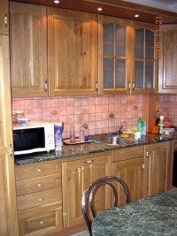 beépített konyhabútor betétes ajtókkal - abutorasztalos.hu