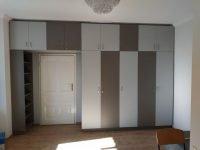 modern megjelenésű beépített szekrény- abutorasztalos.hu