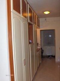 selyemfényű mart ajtós beépített szekrény- abutorasztalos.hu