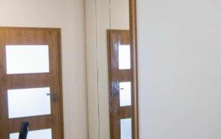 tükrös beépített szekrény - abutorasztalos.hu